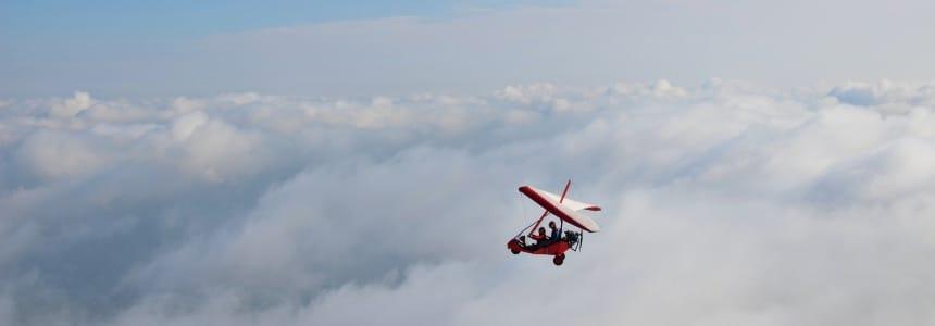 Motolotnią na Mazurami można polecieć ponad chmurami