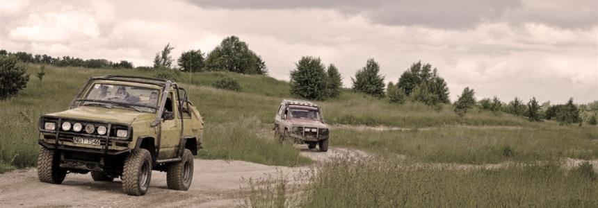 Samochody terenowe na Mazurach w czasie wycieczki